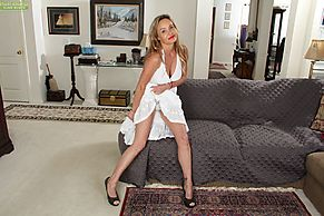 Mature babe with a hairy pussy Chelsey Townes shows off while undressing  516077