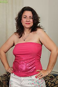 Overweight mature housewife Gianna Jones embarks on her nude modeling carer № 414824 без смс