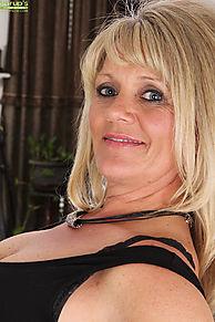 Adams women aubrey karups older