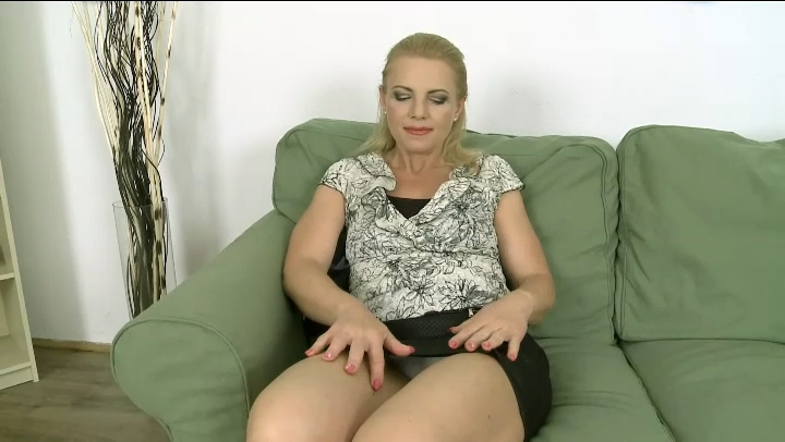 Interracial mature cream pie